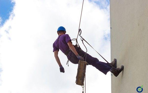 Prevenir riesgos en trabajos realizados en altura