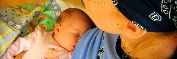 El TSJM ordena abonar la 'prestación de riesgo' a una madre por el riesgo de amamantar a su hijo en el trabajo