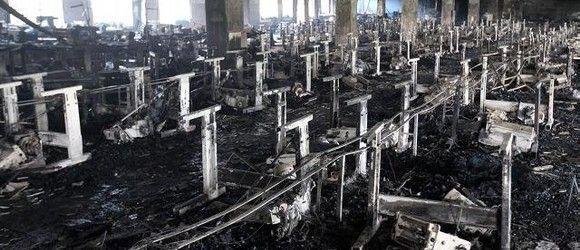 Al menos 124 muertos en un incendio en una fábrica textil de Bangladesh