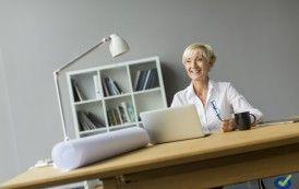 Sabías que el trabajador de oficina empieza su jornada sentándose correctamente pero a las dos horas adopta una postura perjudicial