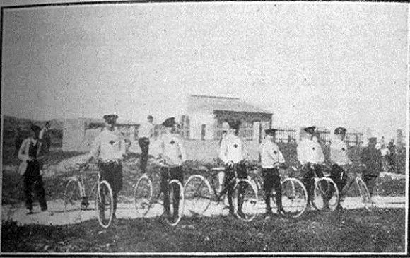 1936 Alicante. Sección ciclista de la ambulancia de cruz roja. Visto en Flickr