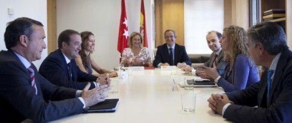 Empleo y la CAM firman acuerdo en materia de Trabajo y Seguridad Social