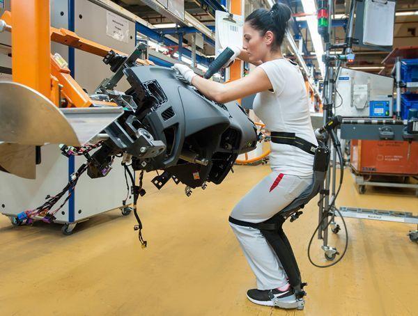 Chairless, la 'silla mágica' de la fábrica de Audi