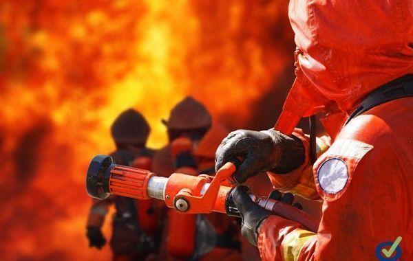 Una explosión deja dos trabajadores muertos y un tercer herido grave