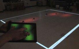 Luz roja y un solo dedo para controlar grupos de robots