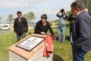 Un Monolito con una placa recuerda a las 462 personas que han perdido su vida en el trabajo en Extremadura