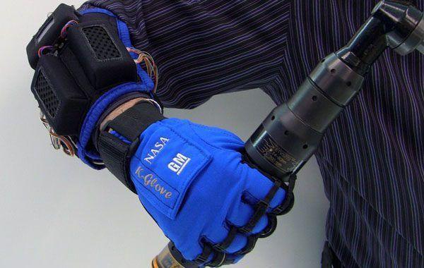 GM y la NASA presentan un guante robótico para facilitar el trabajo en las cadenas de montaje