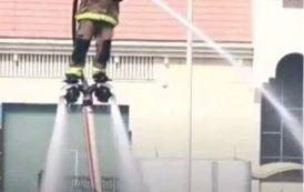 La última innovación: bomberos que vuelan