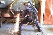 Exoesqueleto que reparte el trabajo de carga entre hombros, piernas y espalda