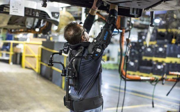 Ford prueba el uso de exoesqueletos para mejorar las condiciones de sus trabajadores