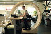 Esta mesa podría acabar con el sedentarismo en la oficina