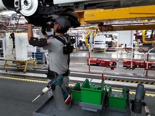 Exoesqueletos: Gropue PSA realiza pruebas de dispositivos de asistencia física
