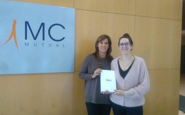 """Elena Caballero ganadora de la """"Tablet"""" de RISK XXI – Prl & Service en los II Premios Prevencionar"""