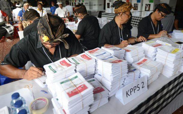 300 trabajadores muertos por agotamiento en el recuento de votos de las elecciones de Indonesia