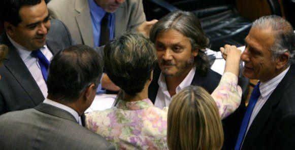 Chile: Sigue la polémica entre el informe de ACHS y la defensa del senador Navarro