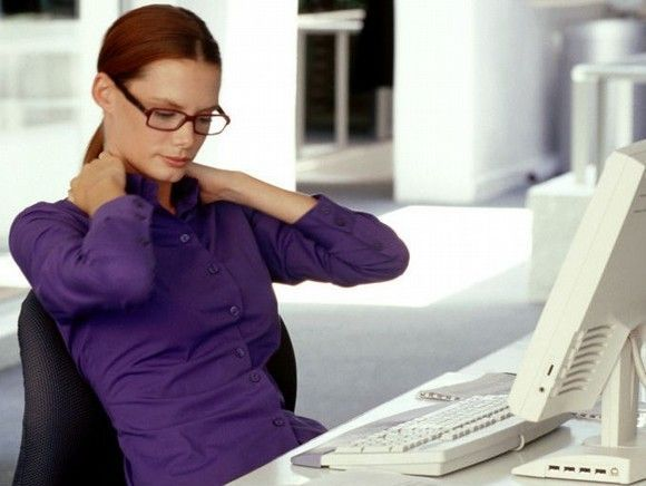 ¿Cúal es la postura adecuada para quiénes trabajan sentados?