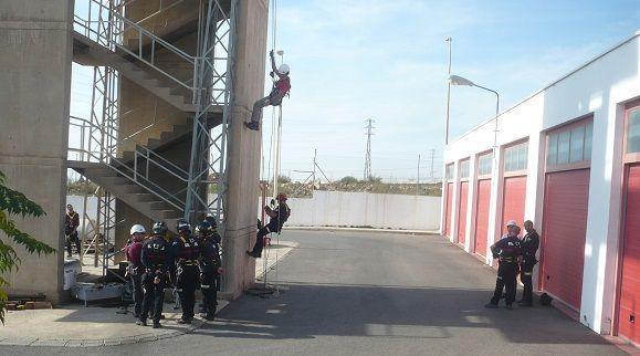 Los bomberos de El Ejido se forman para trabajos en altura