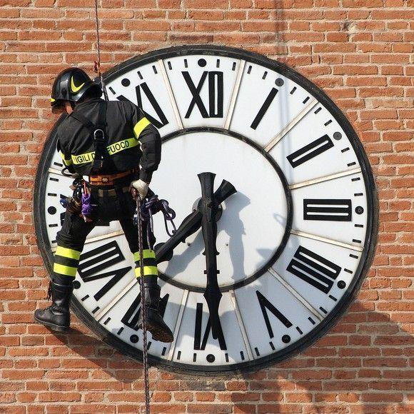 El debate sobre el cambio de costumbres horarias en España, portada del 'The New York Times'