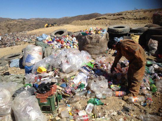 En #Bolivia los obreros reciclan basura arriesgando salud y vida