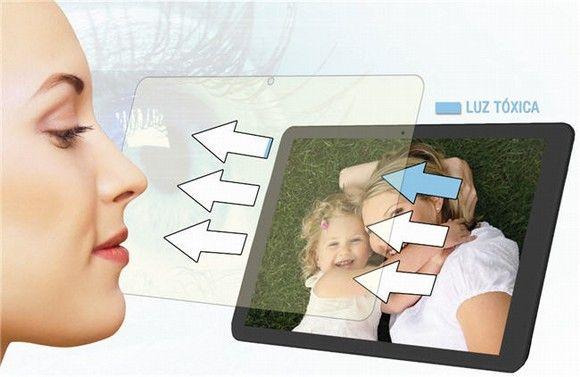 Desarrollan un protector para móviles y 'tablets' que reduce el daño causado a la retina