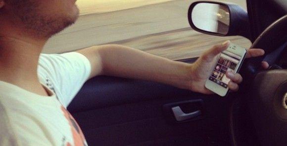 El 14% de los españoles envía emails y consulta las redes sociales mientras conduce