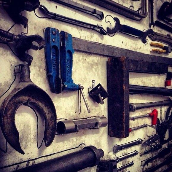 Herramientas en un taller mecánico