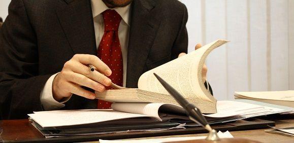 ¿La ley debería prohibir la relación entre empresa auditora y consultora en materia de riesgos laborales?
