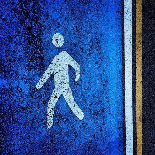 Buena forma de delimitar el paso peatonal en una empresa