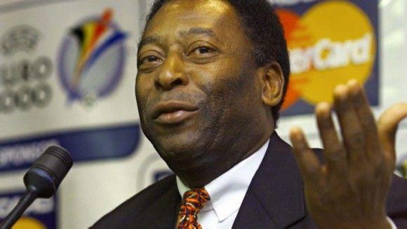"""Pelé considera """"normal"""" la muerte de operarios en el Mundial"""