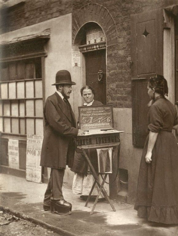 1877 Londres. Vendedor de pastillas para la tos y ungüentos curativos visto en Flickr