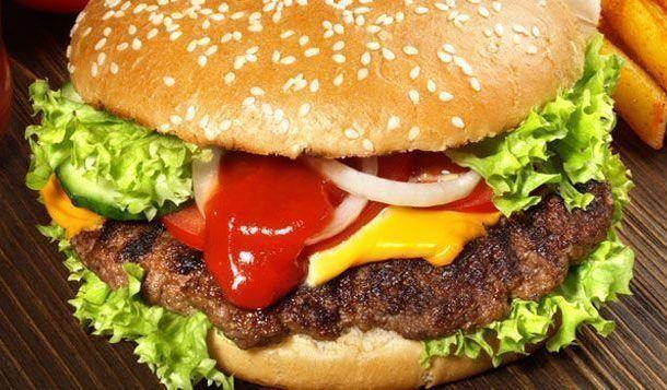 Aumenta la alimentación saludable en todo el mundo, pero la alimentación malsana aumenta incluso más, según un estudio