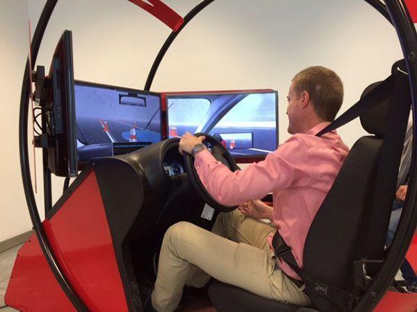 Simulador de conducción durante la Semana de Seguridad en las oficinas de Galp Energia
