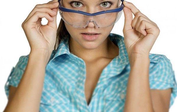 Uso obligatorio de gafas de protección para las estrellas del porno