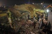 22 muertos por derrumbe de fábrica en Pakistán