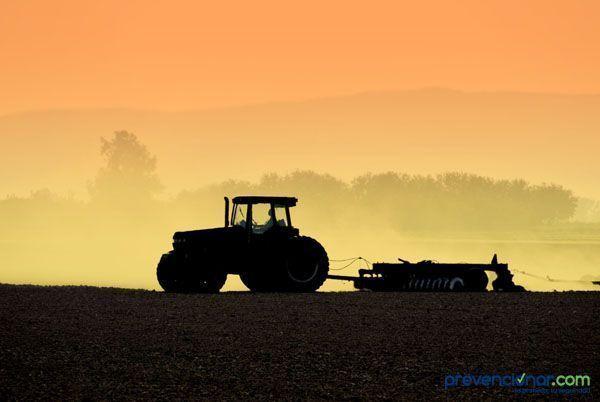 Utilización de vehículo y maquinaria agrícola (descarga)