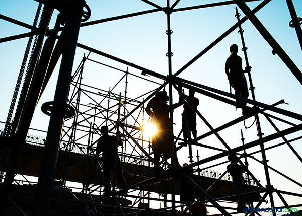 ¿Cuál es la formación necesaria para el montaje de andamios?