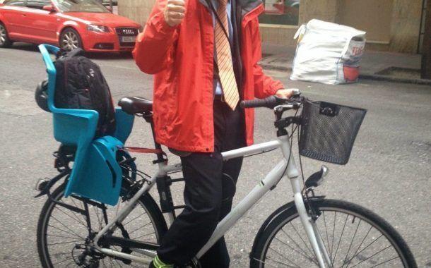 Pablo va al trabajo en bicicleta.... ¿ y es esto noticia ?