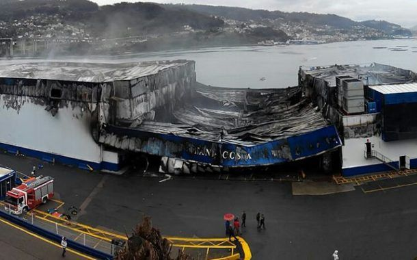 Espectacular incendio en una nave de congelados