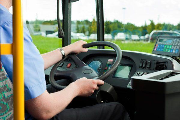 Expedientan al condutor de un autobús por jugar al Pokemon Go mientras conducía