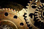 ¿Qué comprobación hay que realizar a los equipos de trabajo?