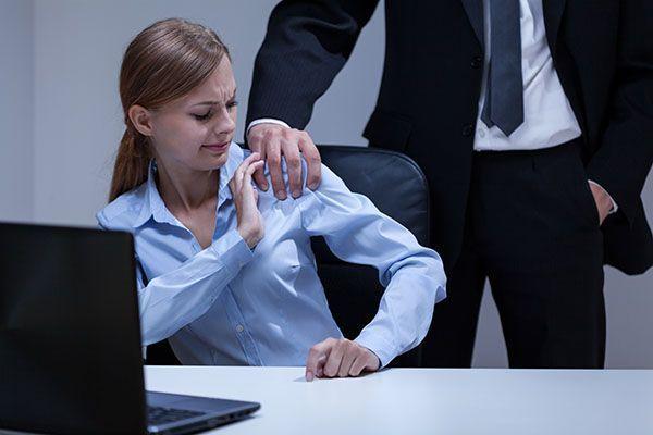 2 de cada 3 mujeres jóvenes son acosadas sexualmente en el trabajo