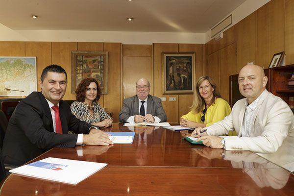 El Gobierno de Cantabria firma un convenio de colaboración con las asociaciones de autónomos