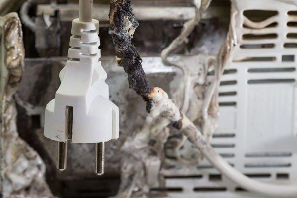 10 Manuales imprescindibles sobre riesgo eléctrico para el especialista en prevención