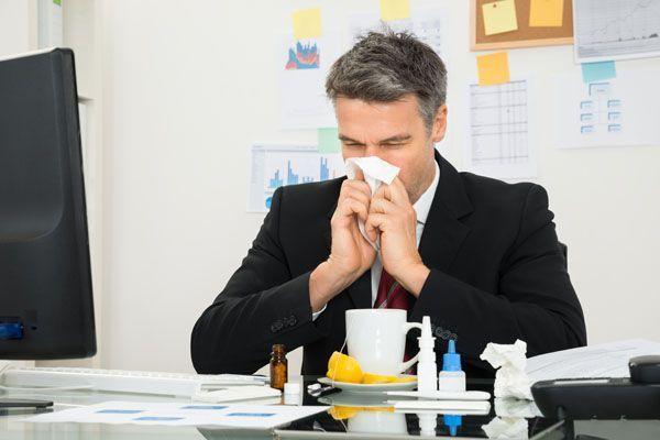 El 62% de los empleados españoles acuden al trabajo enfermos