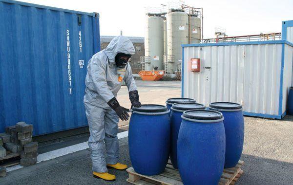Merck protege a su plantilla con el nuevo vestuario de protección química DuPont™ Tychem® 6000 F FaceSeal