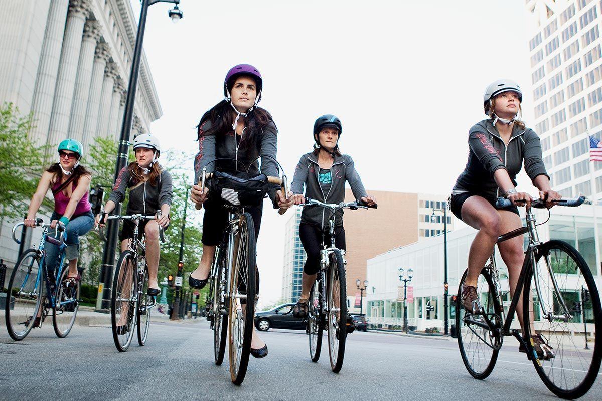 Ir en bicicleta al trabajo reduce a la mitad el riesgo cardiaco