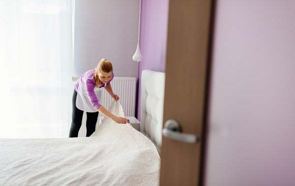 El INVASSAT presenta un estudio sobre las condiciones de trabajo de las camareras de piso