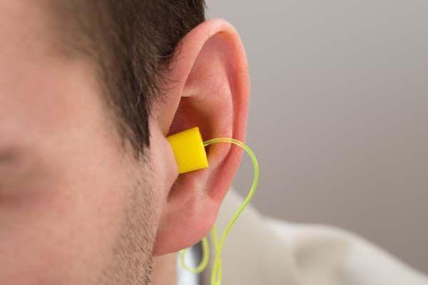 Sentencia: El uso de protección contra el ruido no impide cobrar el plus por daños laborales