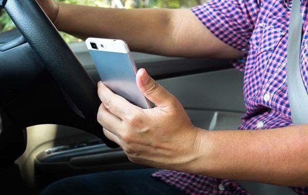 Uno de cada tres accidentes viales mortales son causados por las distracciones