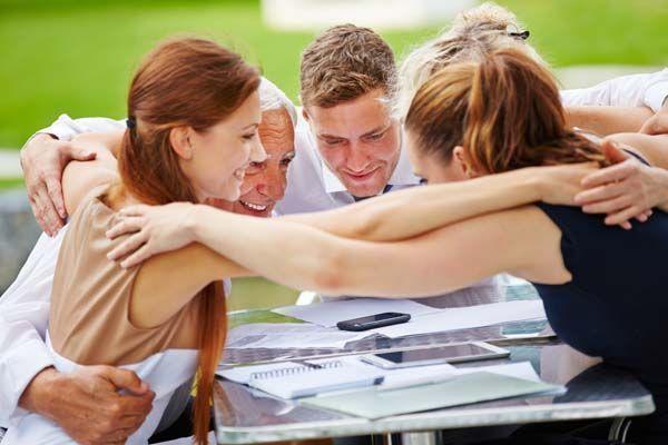 Reglas para dar abrazos en el trabajo